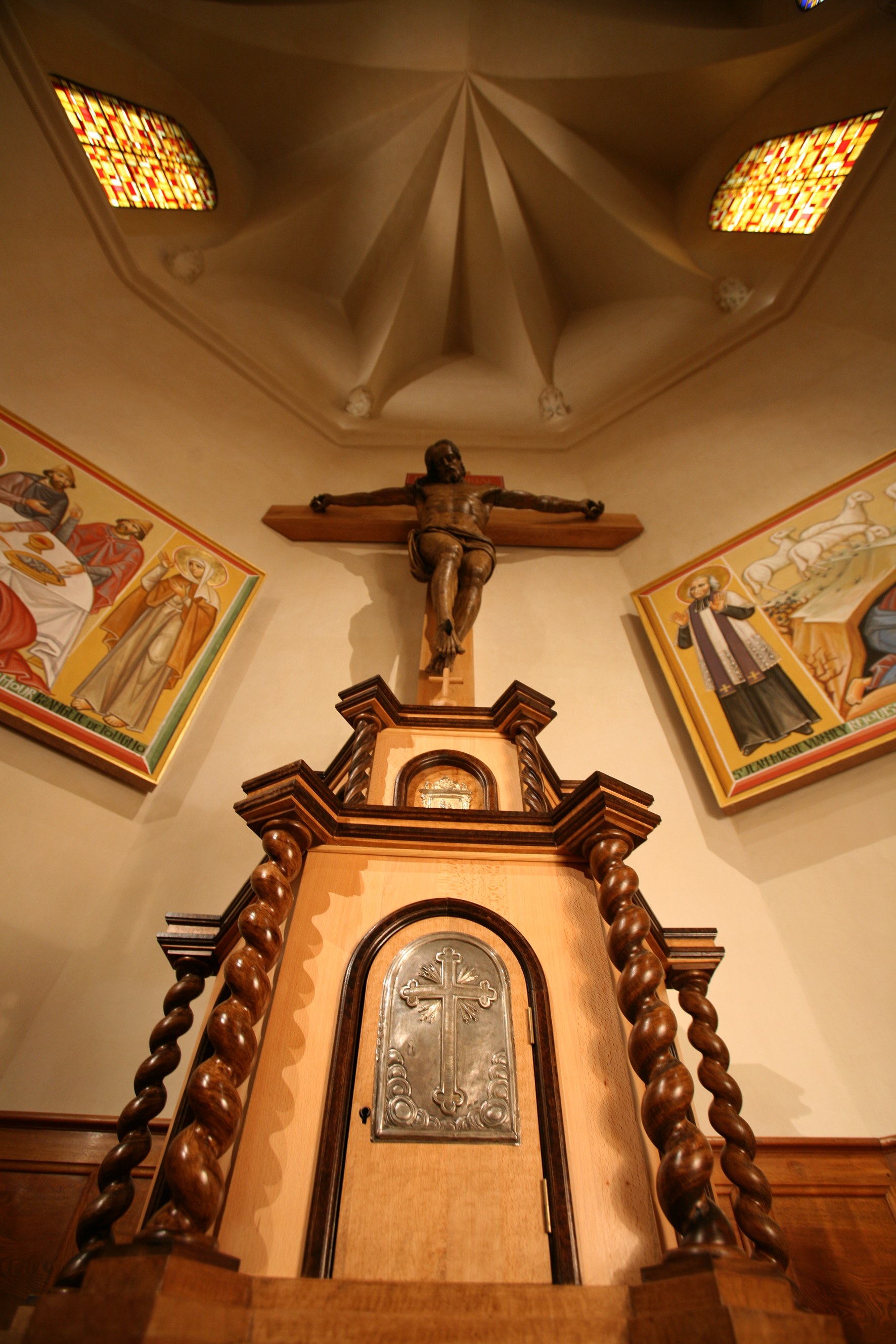 Vue crucifix tabernacle1